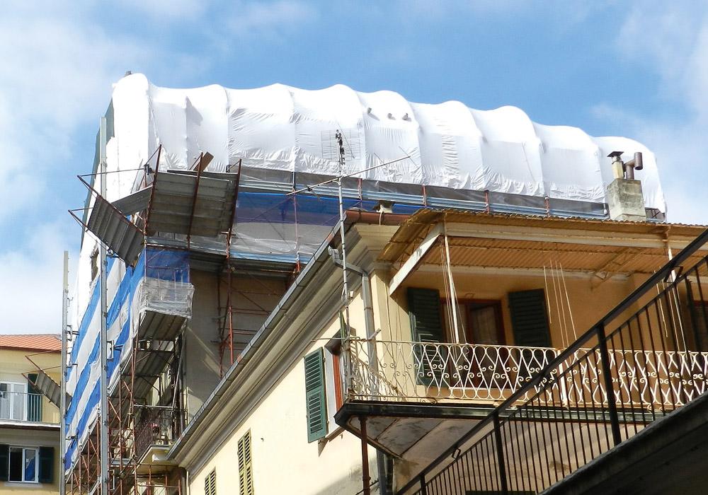 Condominio via ciarli for Dettagli di incorniciatura del tetto di gambrel
